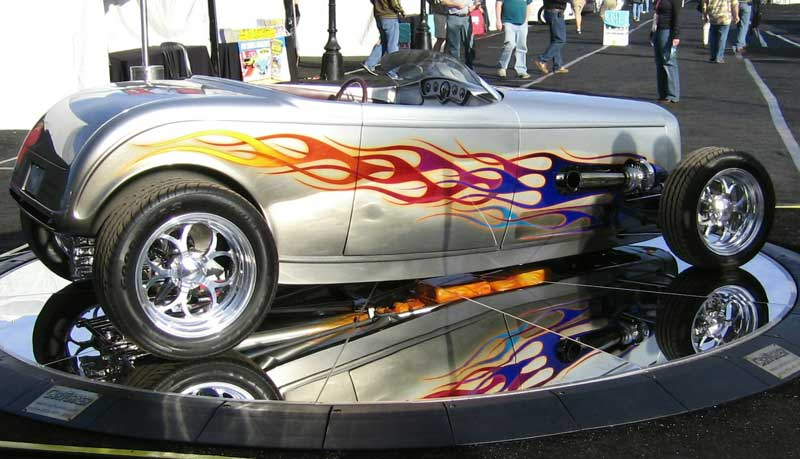 SHOW CARS ON VEHICLE TURNTABLE
